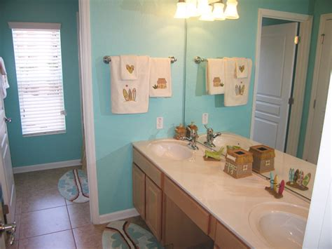 Themed Bathroom by Themed Bathroom Sunkissed Villas