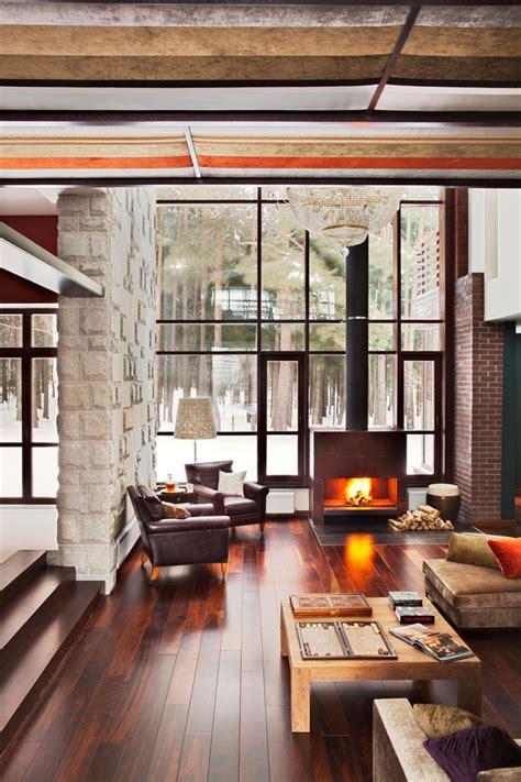industrial living area design ideas with wooden high ceiling moderna casa de ladrillo en el bosque