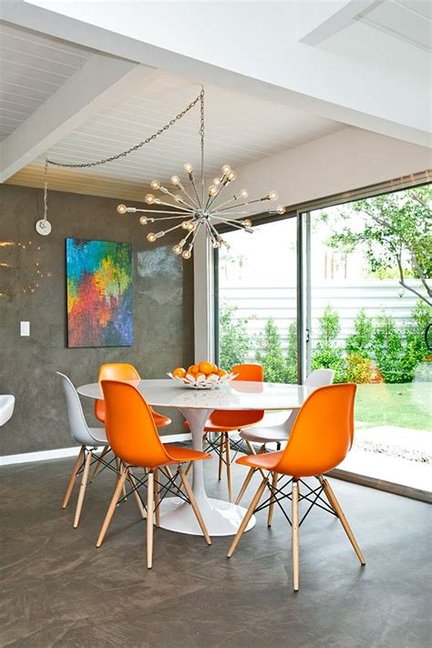 Mixed Dining Room Chairs The Bloom That Doesn T Fade Saarinen S Tulip Table And Chairs