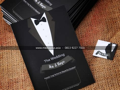 desain jas wisuda undangan jas gaun cetak undangan pernikahan murah