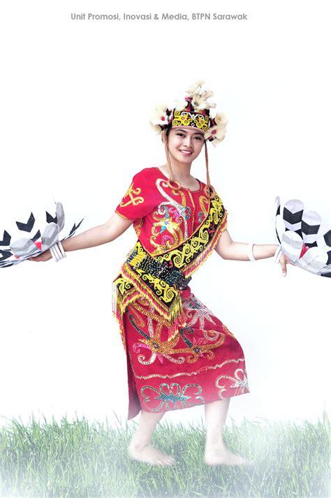 Kalung Etnik Motif Dayak 02 unit promosi inovasi dan media pakaian tradisional etnik