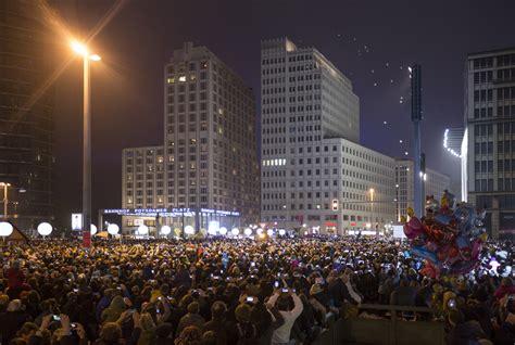Feiern Zum Mauerfall by Mauerfall 2014 Lichtgrenze Zum 25 Jubil 228 Um In Berlin