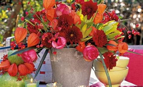 42 amazing flower decorations for a thanksgiving table diy thanksgiving decorations outdoor table flowers red