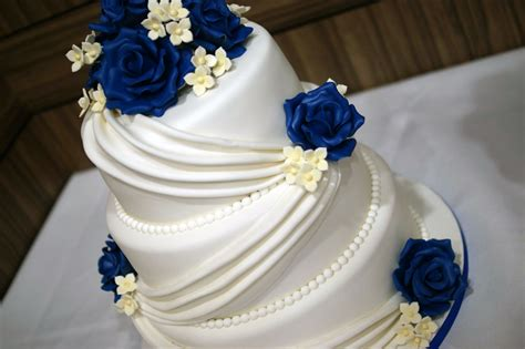 3 Wedding Cakes by 3 Tier Wedding Cake With Cupcake Tower Bakealous