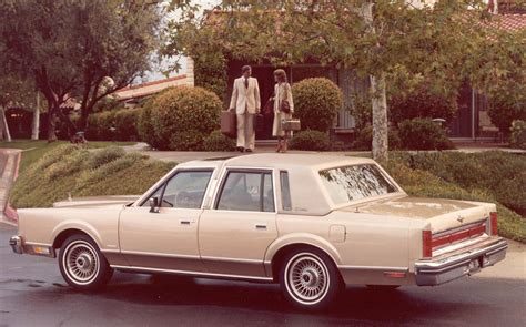 how the lincoln town car became america s favorite ride