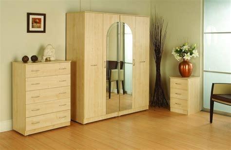 naturholzmöbel wohnzimmer der kleiderschrank mit spiegel ein n 252 tzliches m 246 belst 252 ck