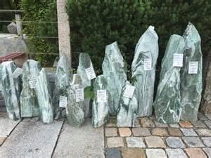 findlinge garten findlinge quellsteine wasserspiele hiergeist natursteine