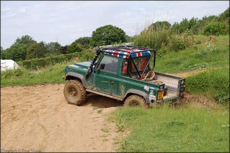 Stiker Mobil Defender 90 Pernik Offroad 4x4 avon dassett 4x4 road land rover defender 90 up flickr