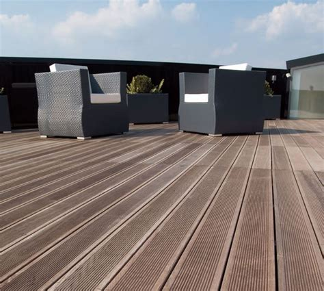 piastrelle in legno per esterni prezzi piastrelle per esterni pavimenti esterno