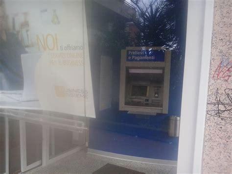 banca intesa ostia tentano furto in banca con il quot piede di porco quot ma trovano