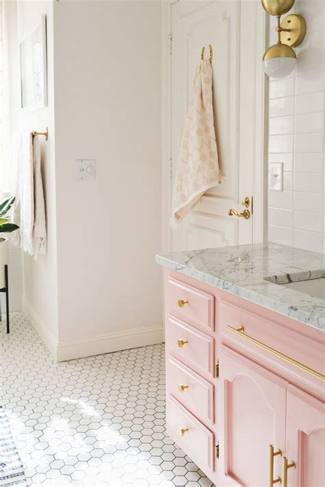 pink bathroom ideas best 25 pink bathrooms ideas on pink