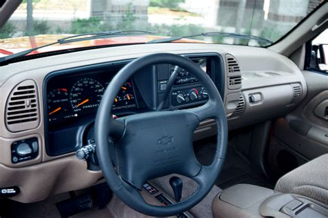 how does cars work 1995 chevrolet 1500 instrument cluster 1990 98 chevrolet c k pickup consumer guide auto