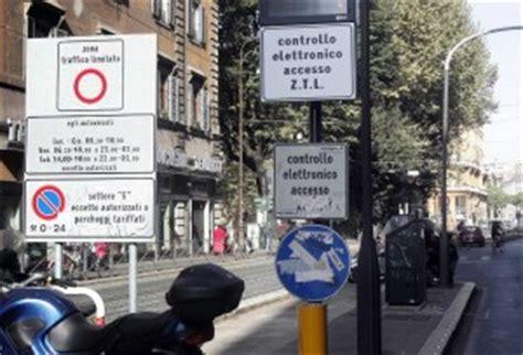 multa ingresso area c ztl ora il permesso giornaliero costa pi 249 della multa