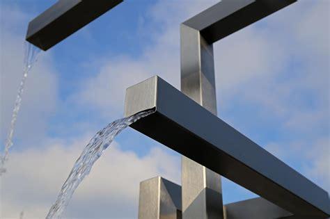 gartenbrunnen stein modern gartenbrunnen materialien gartenbrunnen