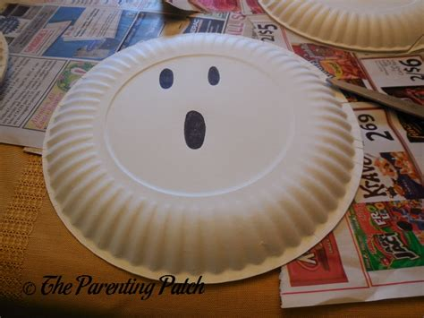 Paper Plate Ghost Craft - g is for ghost paper plate craft parenting patch