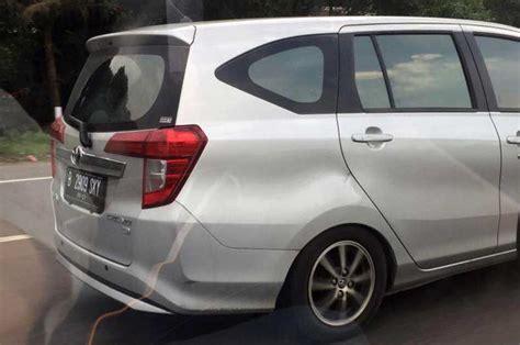 mobil daihatsu tanggapi sigra amblas diisi 7 penumpang