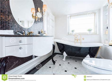 Délicieux Salle De Bain Noire Et Blanche #2: salle-de-bains-baroque-noire-et-blanche-48683557.jpg