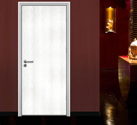 Interior Bedroom Doors by White Interior Wooden Bedroom Door