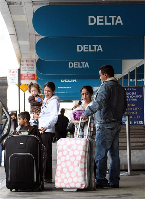 delta airlines baggage fees delta airlines raises its fee for checked bags zimbio
