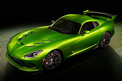 stryker green joins the 2014 srt viper color palette motor trend wot