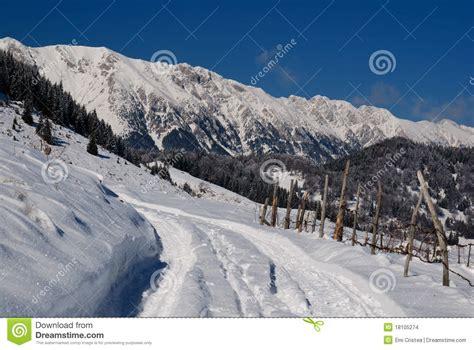 fotos rumania invierno paisaje rural del invierno en rumania imagenes de archivo