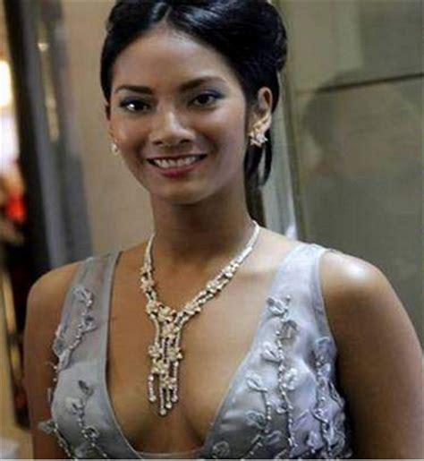 8 wanita indonesia yang harus diangkat ke film layar lebar 5 artis cantik indonesia yang sering tidak pakai bra
