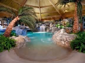 schwimmbad mit sand und palmen indoor pool bauen 50 traumhafte schwimmb 228 der
