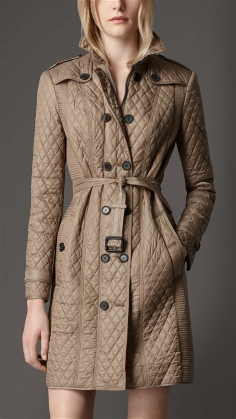 burberry quilted trench coat in beige smoked trench