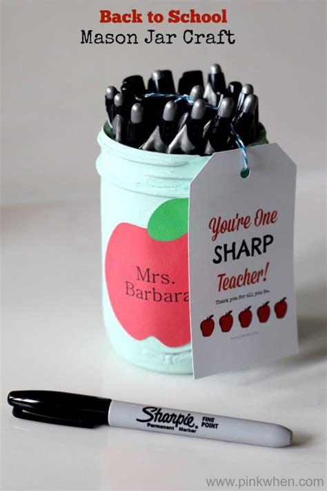 14 must have back to school ideas pinkwhen mason jar sharpie holder teacher gift mason jar crafts love