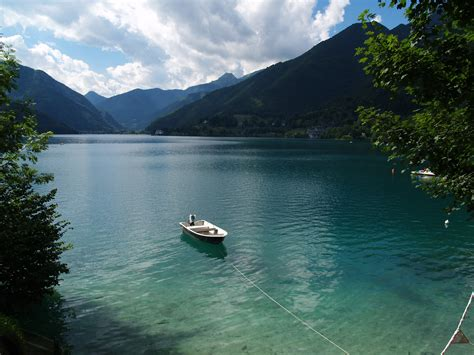 file lago di ledro clear water jpg file lago di ledro panoramio jpg wikimedia commons