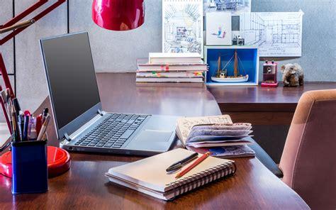 working desk laptop 065 biurko ksiazki zeszyty przybory lka