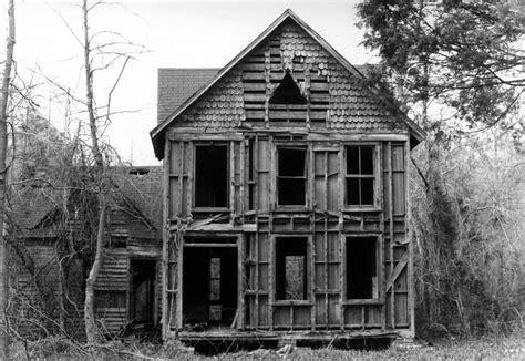Abandoned Houses by Explorer Lis Harris