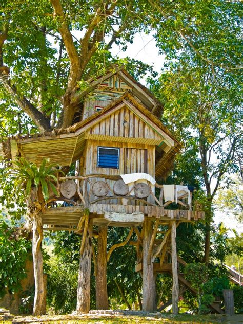 Tree Houses For by 10 Kid S Treehouses That Are Taking Quot Cool Quot To A Whole New