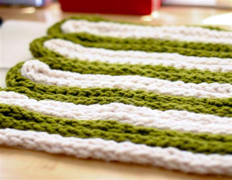 how to finger knit a blanket diy project chunky finger knit pillow design sponge