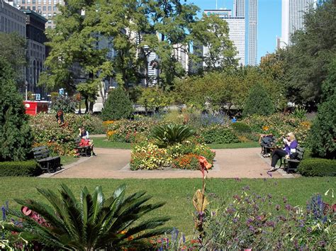 Chicago Gardens by File Grant Park Chicago Garden Jpg Wikimedia Commons