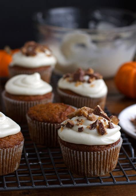 Moist Shoo pumpkin cupcakes with maple cheese frosting recipe