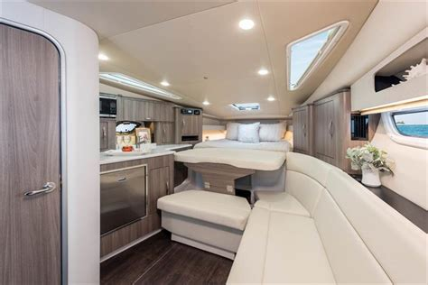 regal  sport coupe crates lake country boats    brokerage boats  sale