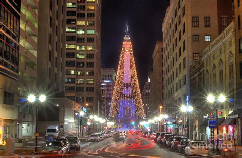 monument circle christmas tree photograph by twenty two