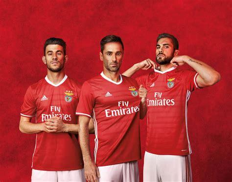 Scrub Vire les nouveaux maillots 2016 2017 de benfica par adidas