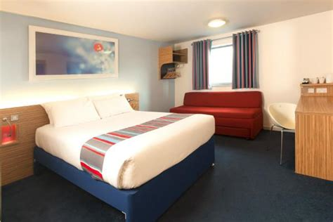 day rooms gatwick airport travelodge gatwick airport central cheap rates for gatwick airport hotels in