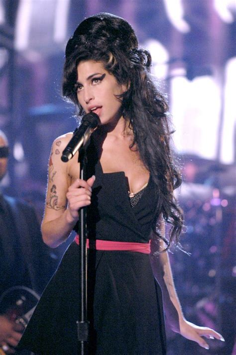 Winehouse Somehow Looks Better Not Done Up by 1000 Ideas About Looking Back On Don T Look