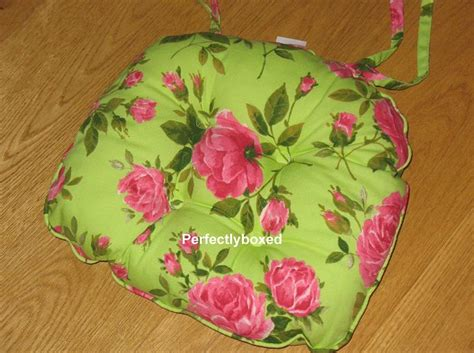 pink floral chair cushions green pink floral seat pads at www perfectlyboxed