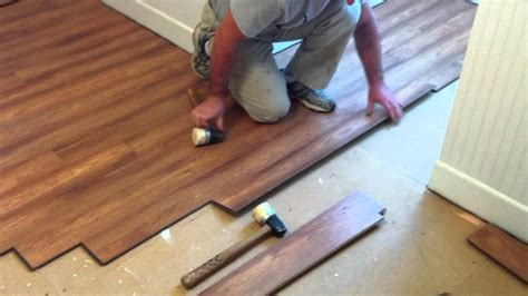 How To Mop Laminate Floors by How To Clean Laminate Floors In 3 Easy Steps Furniture
