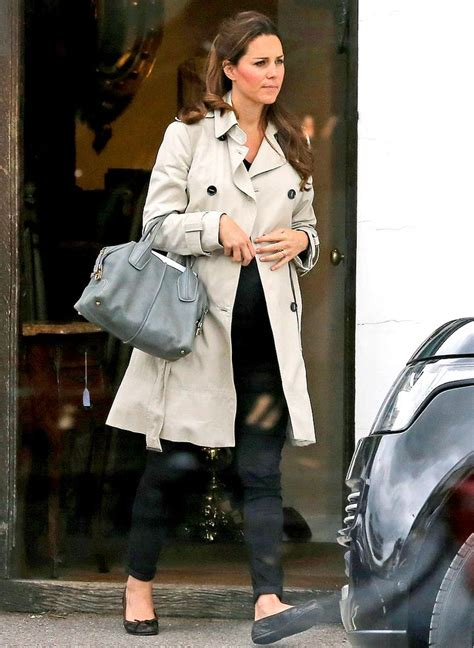 Kate Hudson Spotted Buying Baby Clothes Is She by Kate Middleton Wears Chic Trench Coat Shops For Antiques