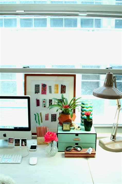 How To Organize Desk Organizing A Desk With No Drawers Green Notebook