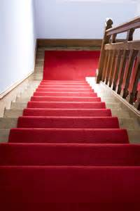 teppich auf treppe verlegen teppich auf treppen verlegen mithilfe doppelseitigem