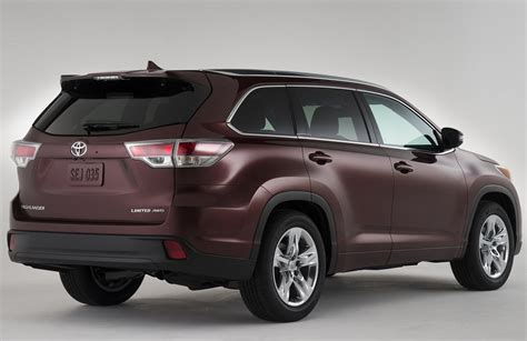 Pictures Of Toyota Suvs Raising The Bar In The Mid Size Suv Toyota Highlander