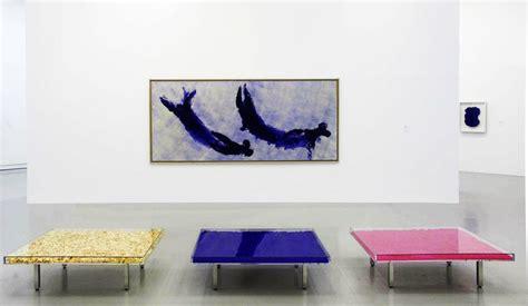 yves klein blue table les 25 meilleures id 233 es de la cat 233 gorie yves klein sur