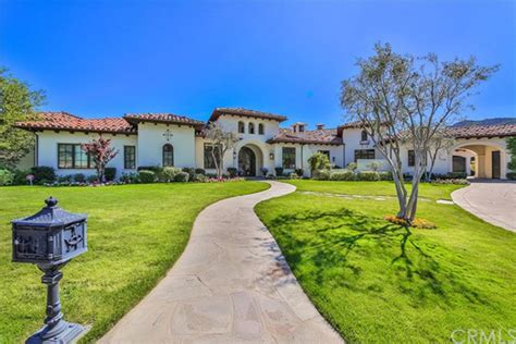 is selling thousand oaks home