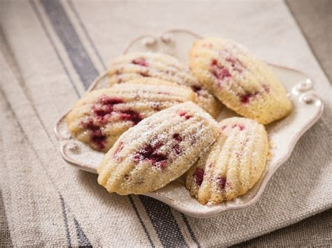 madeleines fancy french cookie sized cakes that are easy